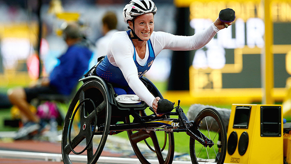 USA's Tatyana McFadden celebrates winning the Women's 800m T54