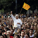 People raise their fists during a protest in Barcelona on October 2, 2017 a day after hundreds were injured in a police crackdown during Catalonia's banned independence referendum.
